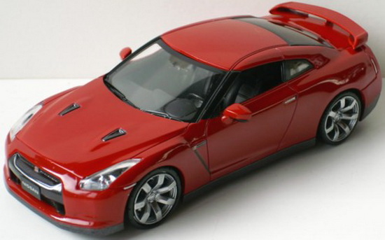 1:43 NISSAN GTR RED ( LHD )