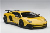 1:18 LAMBORGHINI AVENTADOR LP750-4 SV 2015 (new giallo orion/metallic yellow)